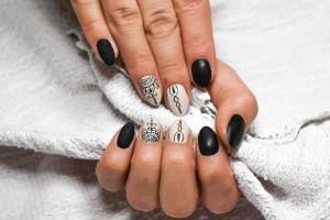 Black Widow Chic Nails