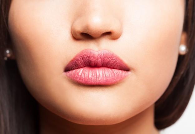 Glossy Rosebud Lips