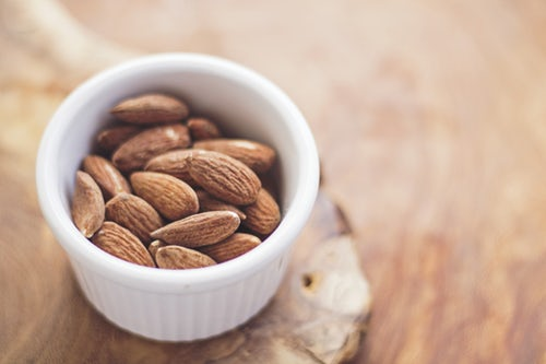 NUTS, ALMONDS AND CASHEW