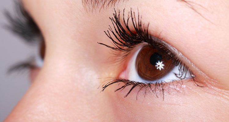 Castor Oil Side Effects on Eyelashes