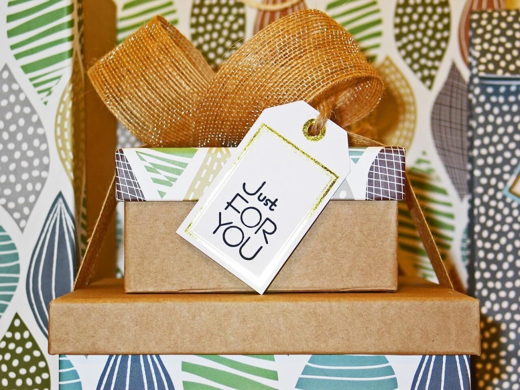 GIFTING SOLUTIONS TO MAKE YOUR SPOUSE FEEL SPECIAL